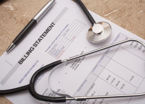 Después de un accidente automovilístico en Sugar Land: ¿Quién paga las facturas médicas?